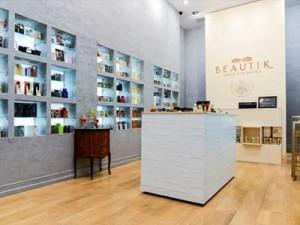 Thiết kế không gian nội thất showroom mỹ phẩm đẹp