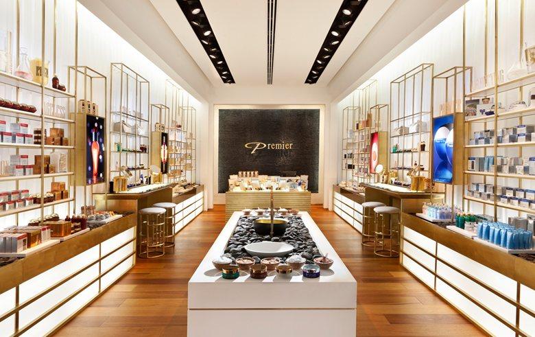 thiết kế showroom mỹ phẩm đẹp hiện đại3