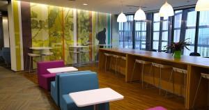 Tại sao tranh treo tường đang là xu hướng trong thiết kế văn phòng