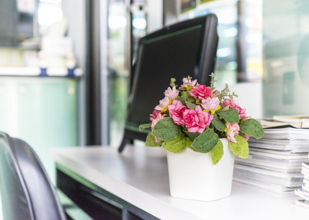 Trang trí văn phòng bằng hoa tươi